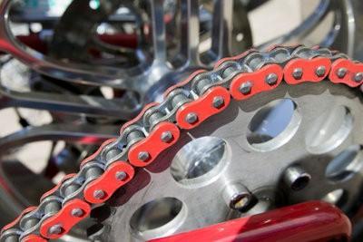 les chaînes de moto - différences connues dans la qualité