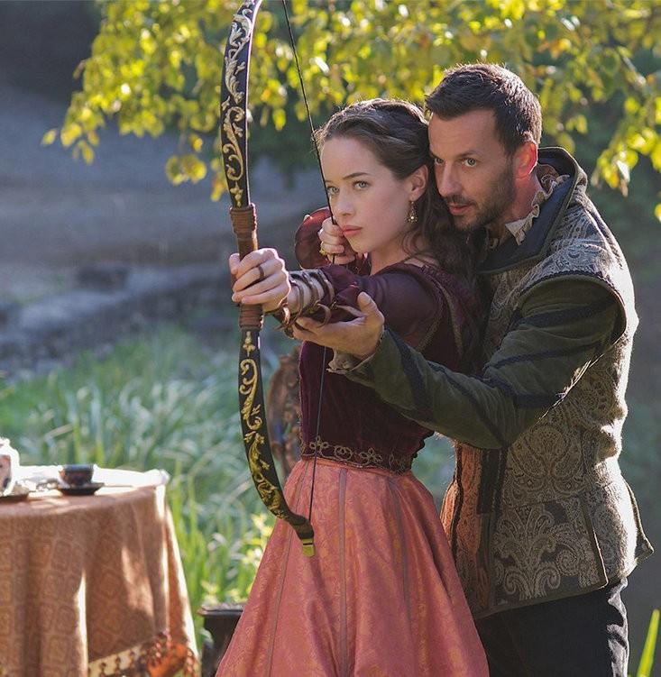 «Règne» Saison 3 spoilers: Queen Elizabeth peut employer un espion, un Pirate Handsome Entre la Cour française, Narcisse Vous ne pouvez pas rester loin de Lola