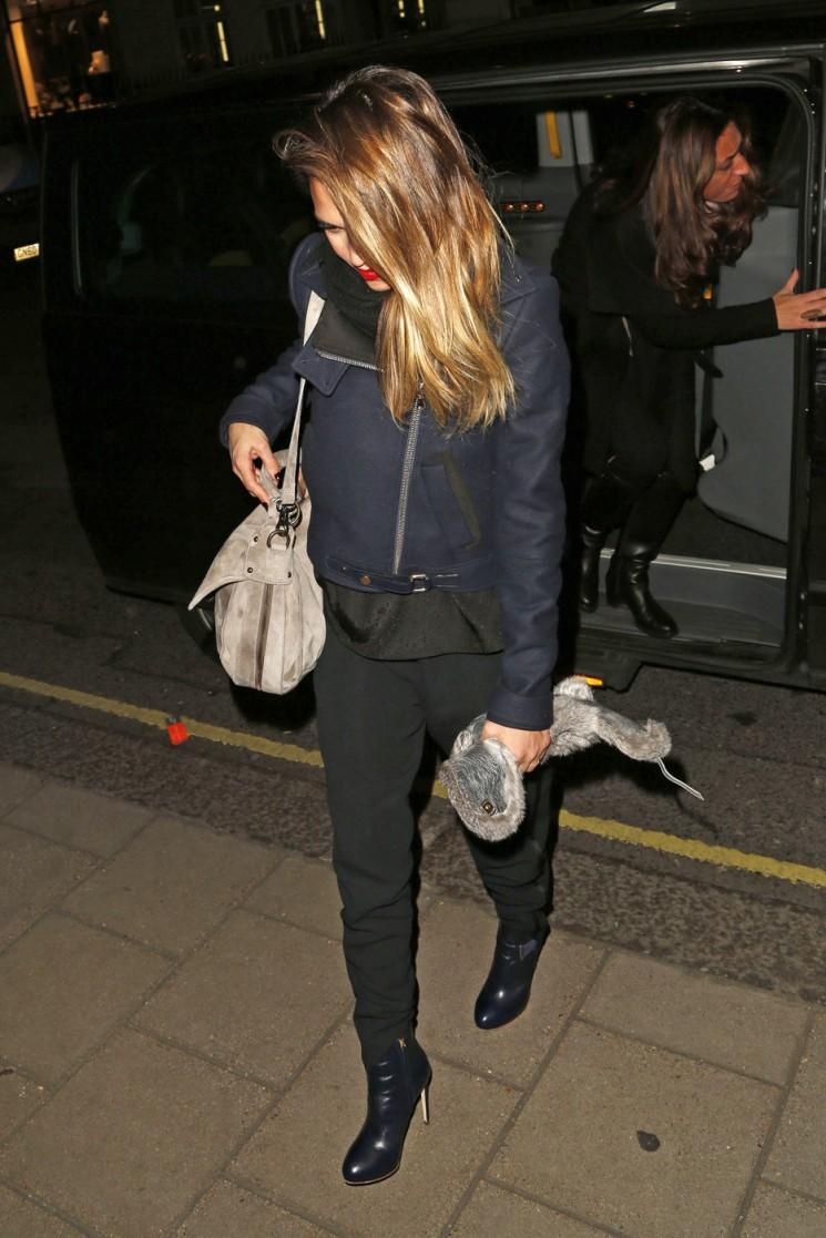 Spotted!  Besoins Jessica Alba A Night Out!  (Photos)