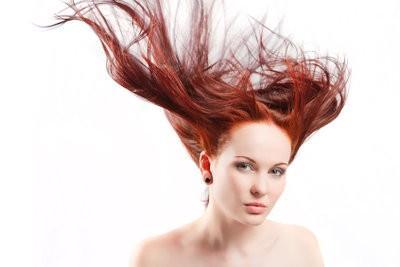 Acajou comme la couleur des cheveux - comme vous vêtir de façon appropriée à
