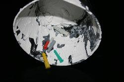 Collez avec les ancrages adhésifs spéciaux dans les cloisons sèches