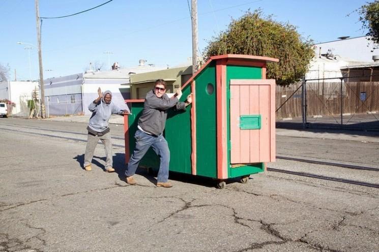 Gregory Kloehn Active bennes dans de minuscules maisons