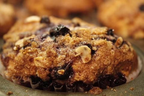 T et des gâteaux aux bleuets Muffins streusel