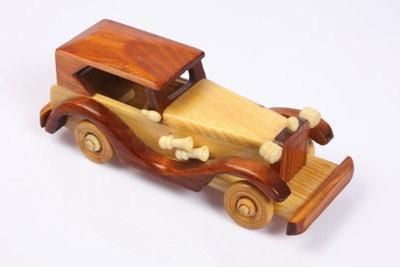 Assurez-jouet en bois lui-même - si bien réussi une voiture