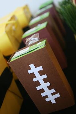 Êtes-vous prêt pour un football?  Puis nous allons jeter une partie de football!