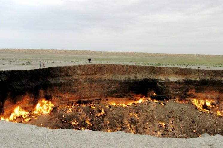 La porte de l 39 enfer la combustion du gaz dans le crat re darvaza le turkm nistan - Turkmenistan porte de l enfer ...