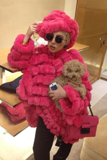 Lady Gaga: New goût pour les manteaux de fourrure - maintenant il se déplace Peta sur la fourrure
