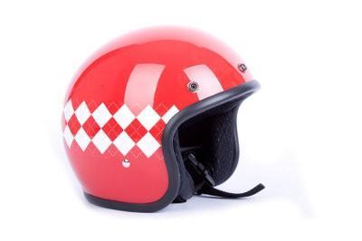 Grimpez sur une moto en tant que passager