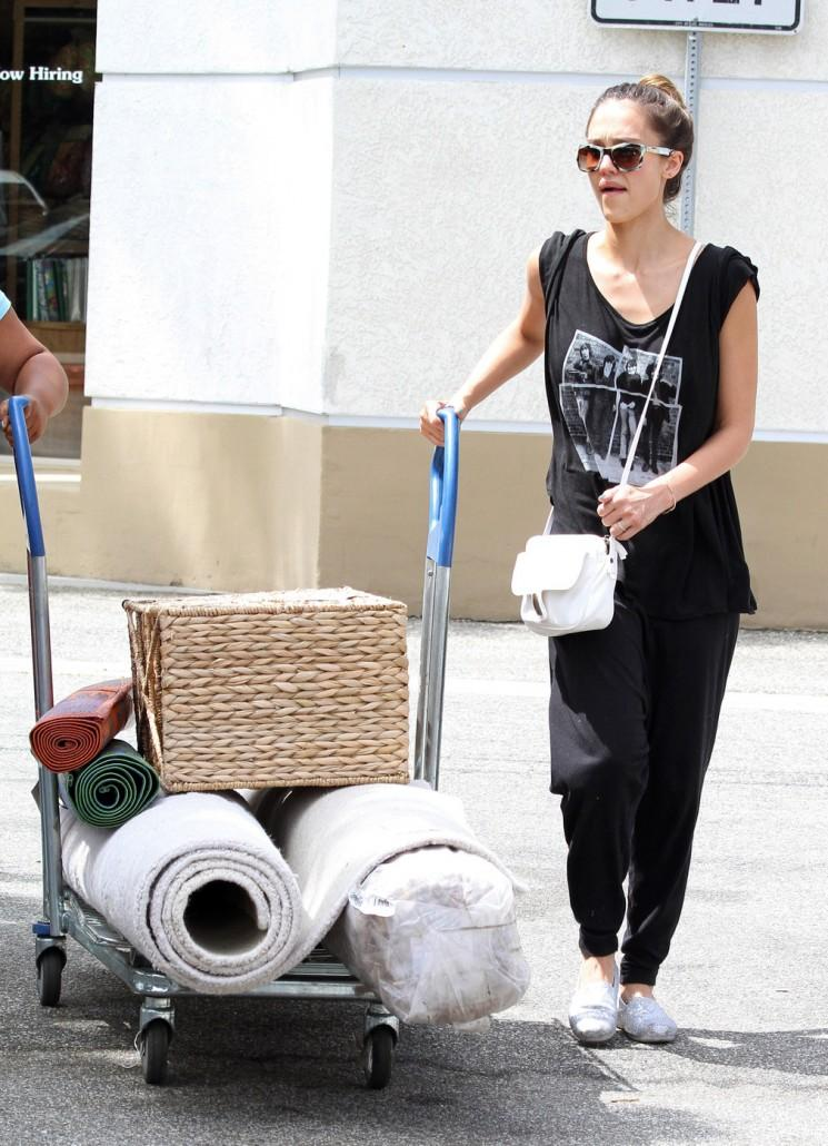 Jessica Alba Out shopping, manger + recherche de style (Photos)
