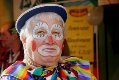 des conseils de maquillage pour le visage de clown - il est triste