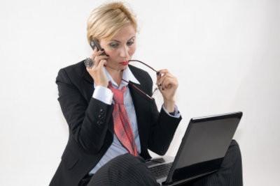 Une personne cherchant un emploi à l'étranger à réussir de manière