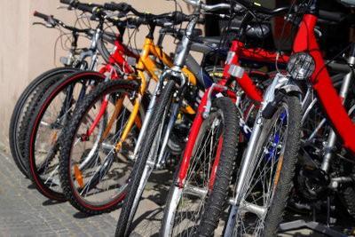 Vérifiez la pression des pneus de vélos - Instructions