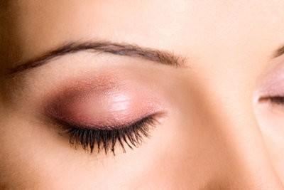 Utilisez sourcil pochoir correctement