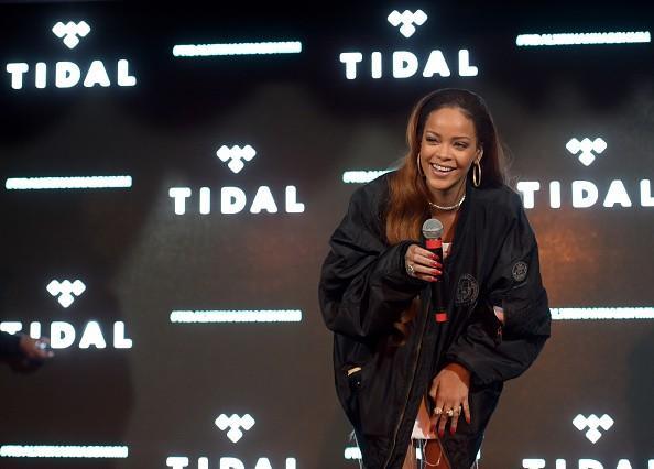 Rihanna Rencontre rumeurs: RiRi passé Caraïbes Getaway avec Racer Lewis Hamilton;  Relation forte Going?
