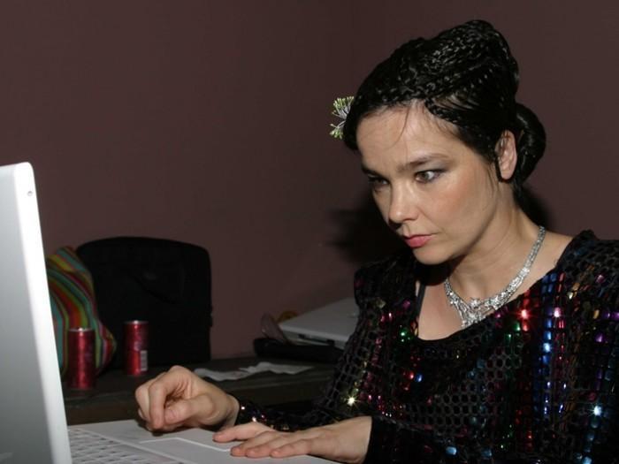 Björk vient de déposer certaines grandes vérités féministes sur l'industrie de la musique
